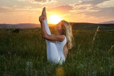 Denver Yoga Photography of this Sunny Yoga Girl Laura Kantwerk Modeling Mika Yoga Wear | Denver Fitness Photographers